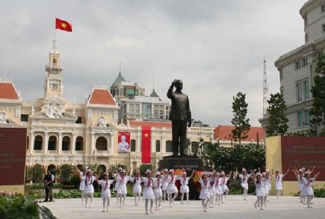 Khánh thành tượng Bác Hồ ở Sài Gòn