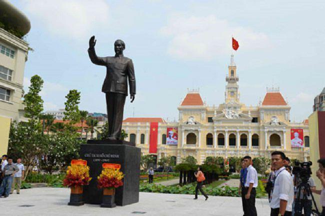 Tượng Bác Hồ ở Thành phố Hồ Chí Minh
